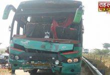 Photo of अलीगढ़ : तेज गति से आ रही बस डंपर से टकराई, एक बच्चे की मौत